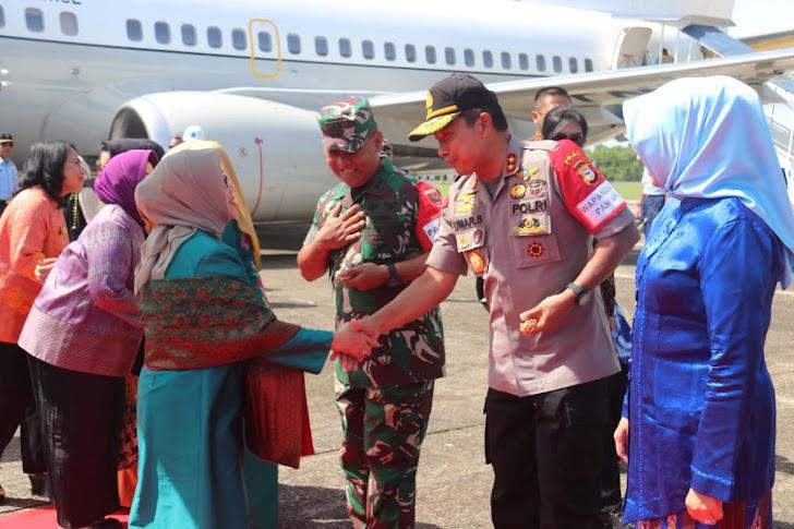 Kapolda Sulsel Jemput Ibu Mufidah Jusuf Kalla