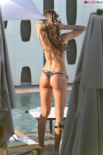 Izabel Goulart small   in beach in lovely   celebs.in Exclusive Pics 024
