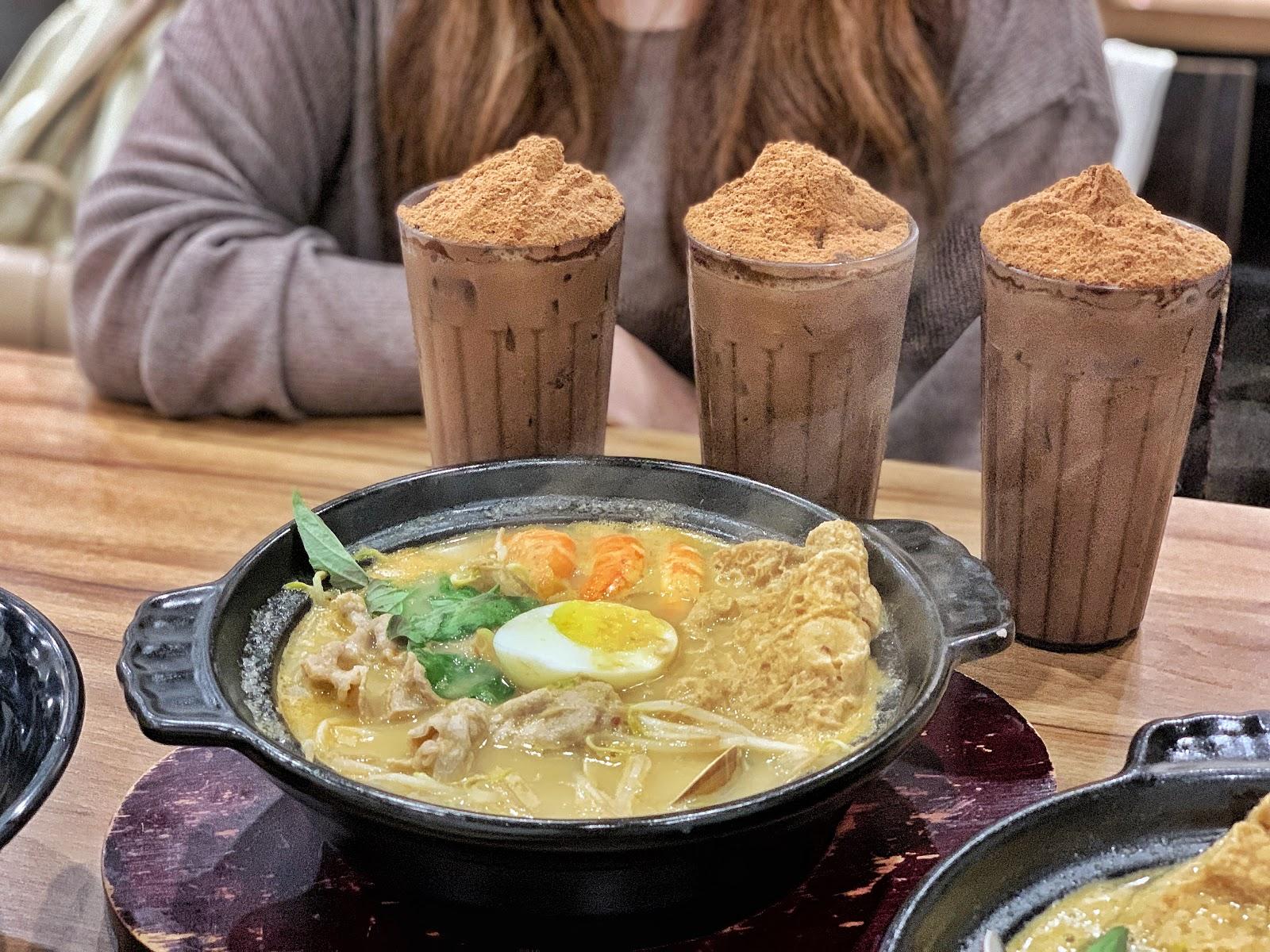 台南東區美食【寶貝老闆新加坡叻沙麵 東寧店】人氣飲品