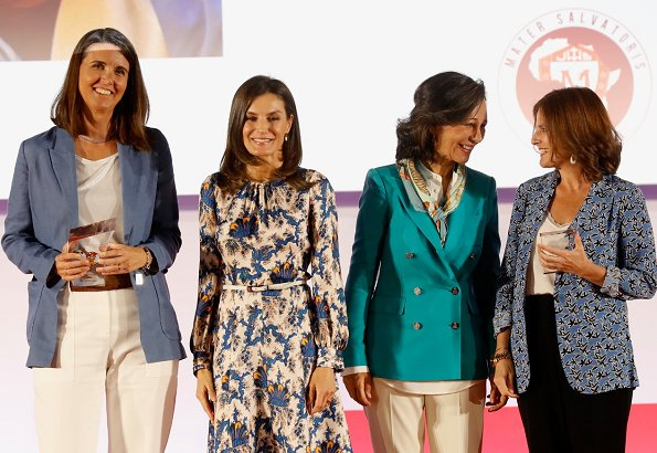 Queen Letizia wore Sandro all over print long silk dress. We saw that dress on Crown Princess Victoria on October 20th, 2018