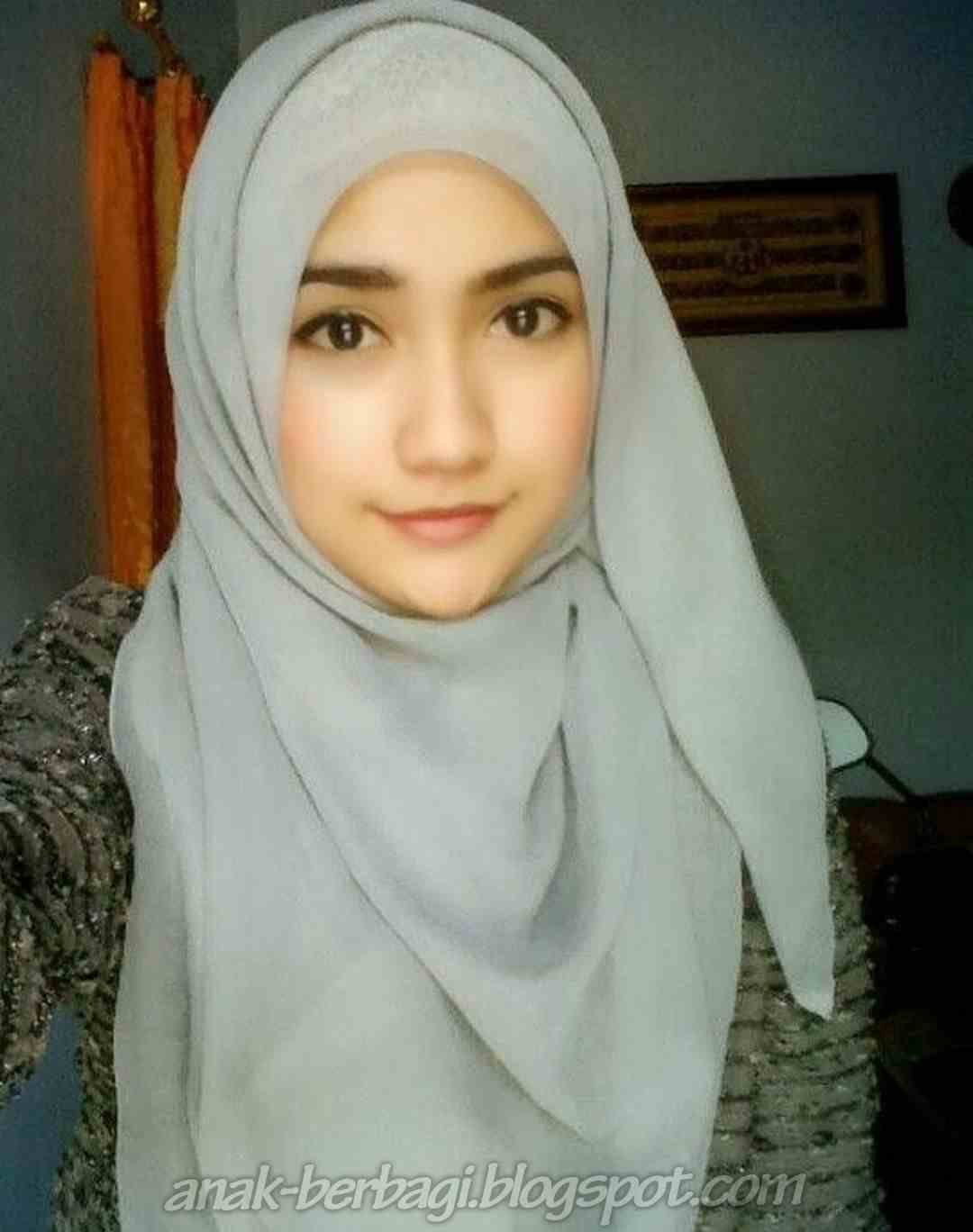Foto-Foto Cewek Cantik Berjilbab Terbaru