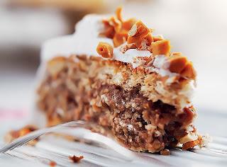 Imagem de qualidade do bolo de nozes após conclusão da receita.