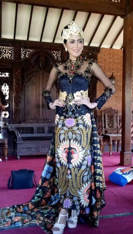 Paduan Kebaya Modern Dengan Kain Batik