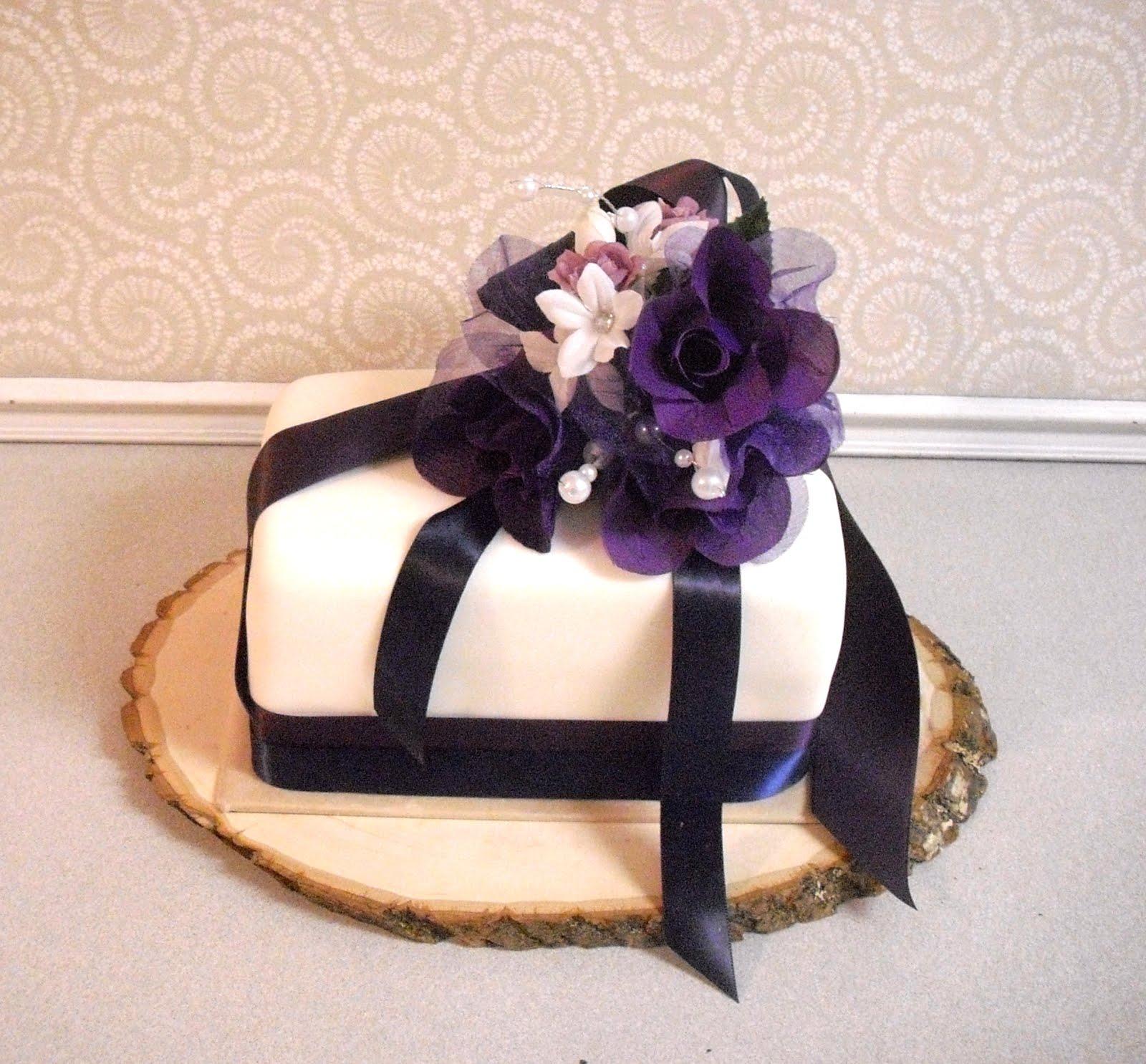 Devanys Designs: Small, Simple, Wedding Cake