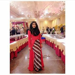 Model Kebaya Terbaru Muslim Rok Panjang Batik Parang