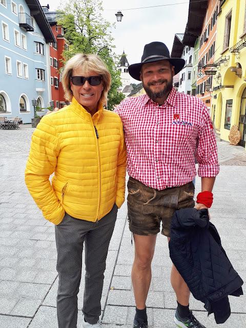 Bjorn Troch The Social Traveler meeting Hansi Hinterseer at the old town of Kitzbühel