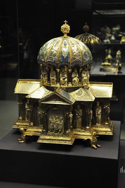 relikwiarz w kształcie świątyni