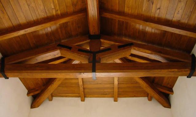 tetti-con-travi-in-legno-di-castagno