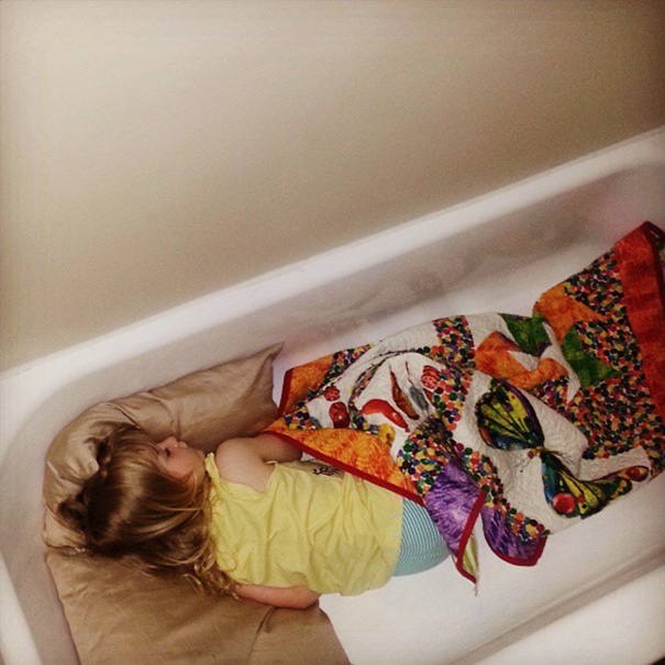 15+ Hilarious Pics That Prove Kids Can Sleep Anywhere - Napping In A Bathtub