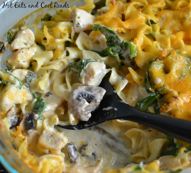 Pure comfort food that the whole family will love! Great freezer meal too! Cheesy Chicken, Spinach and Mushroom Noodle Casserole Recipe from Hot Eats and Cool Reads