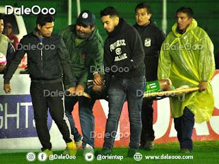 Ronaldo Sánchez jugador de Oriente Petrolero sale lesionado en el Clásico Cruceño 183 - DaleOoo