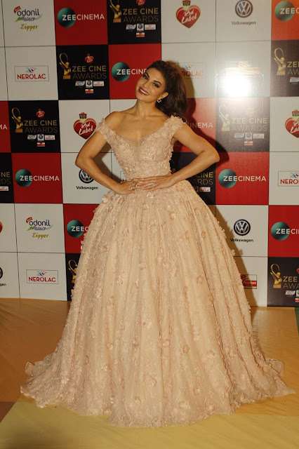 jacqueline-fernandes-at-zee-cine-awards-2018-red-carpet