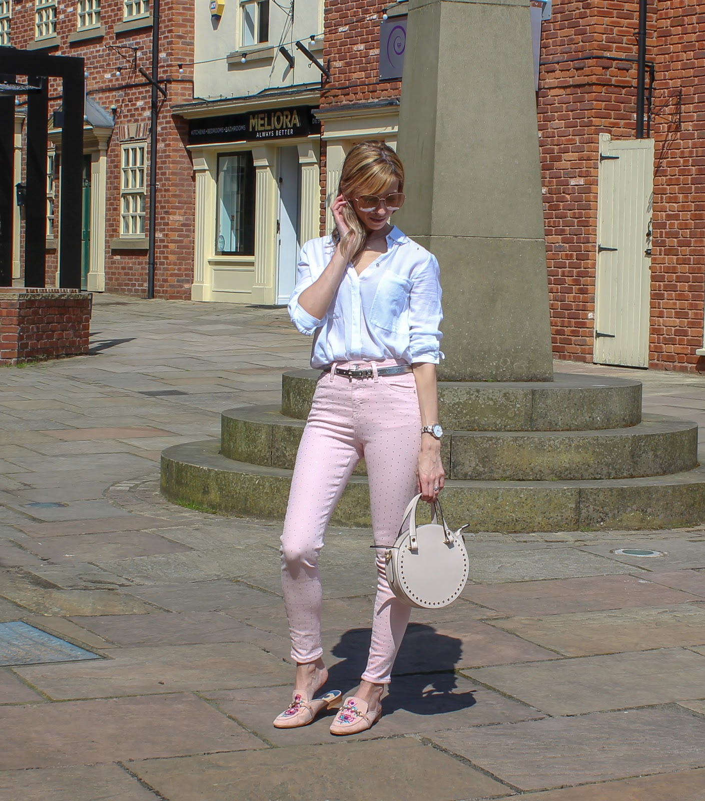 How To Wear Coloured Jeans - 1