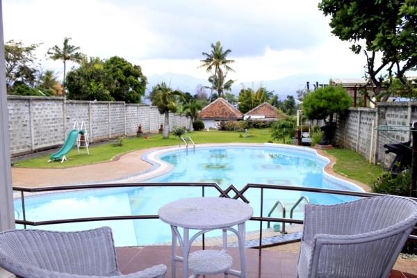 Villa Adinda Kota Batu Fasilitas Kolam Renang
