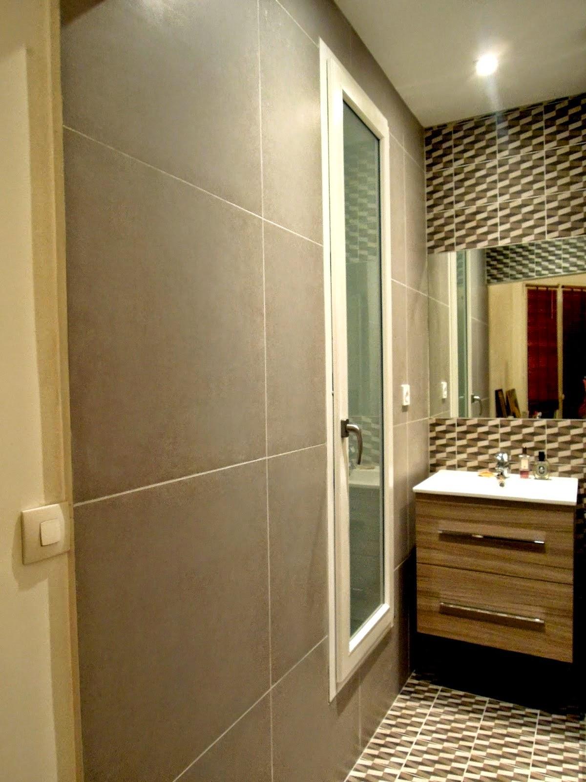 Salle de bains dans les tons gris   YOUNES