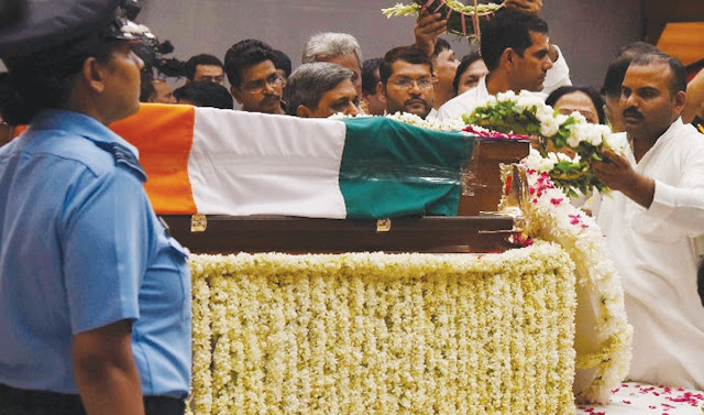 BJP leader Santosh Yadav accompanied the Union Ministers himself. The tribute to Atal Vihari Vajpayee