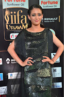 Akshara Haasan in Shining Gown at IIFA Utsavam Awards 2017  Day 2 at  23.JPG