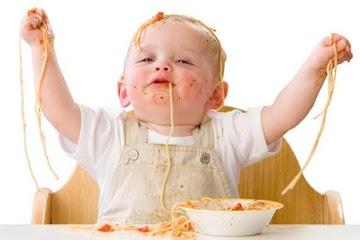 Si Kecil Saat Makan Suka Berantakan? Itu Salah Satu Tanda Ucapan Sayangnya Loh Bund