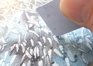 クレジットカードでスクラッチ / Scratching with plastic card.