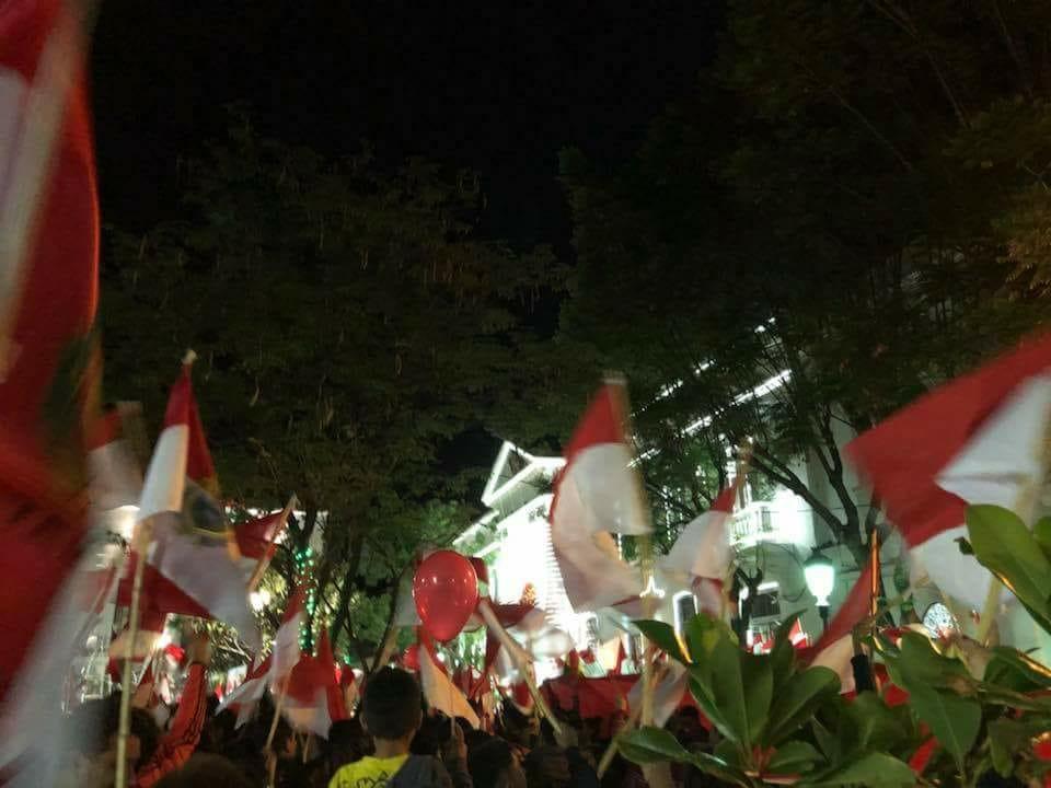 Movilización encabezada por el grupo de mujeres Kuña Mbarete en Tarija