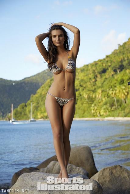 Hot girls Emily Ratajkowski nude sexy body painting 2