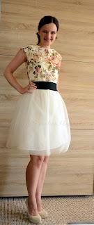 Tiulowa sukienka z bawełną w angielskie róże