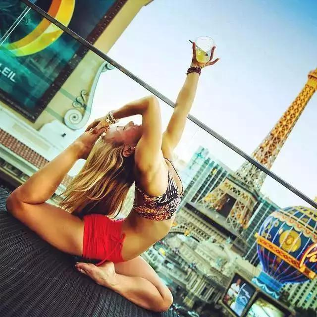 Travel, Fitness, Was 37 Years Old by the Envy of the World Yoga Beauty