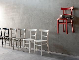 Sedie Da Cucina Moderne Colorate : Riflessioni di una lady semiseria sedie da soggiorno colorate e