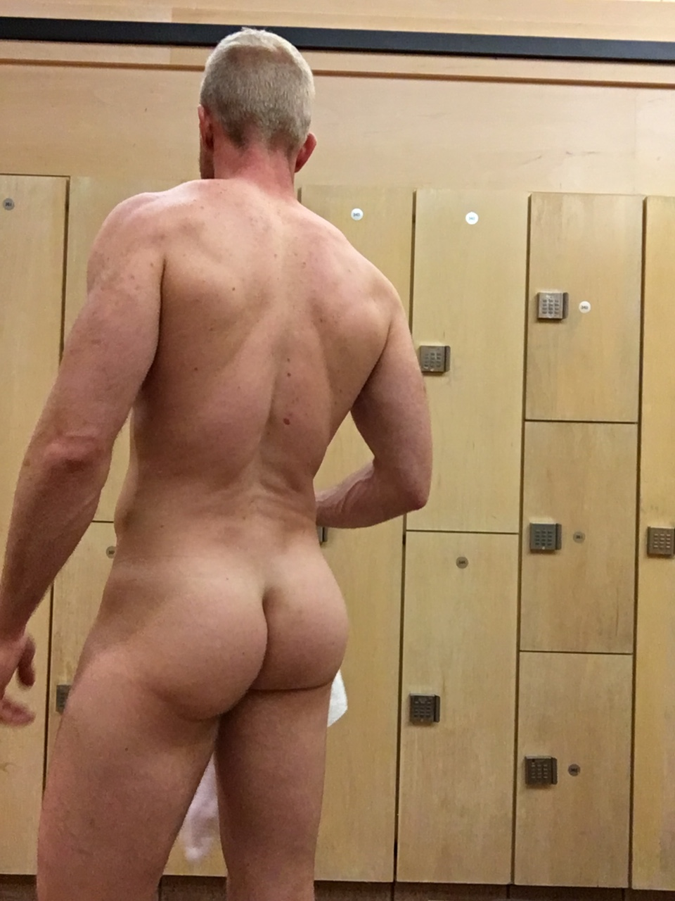 2 sexy guys bottoms private spycam
