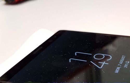 Galaxy Note 8'in Gri Orkide Rengi Ortaya Çıktı