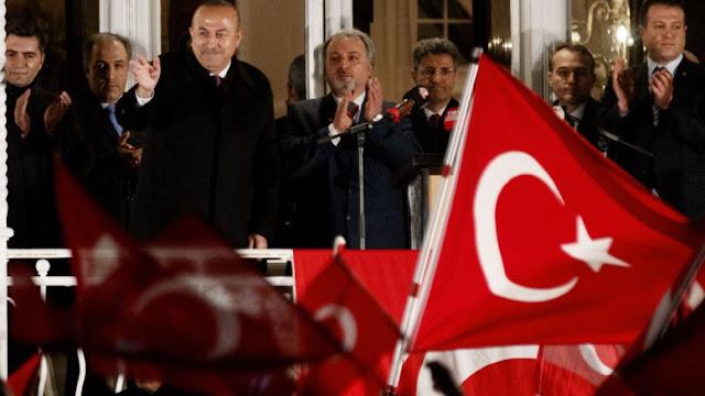 """Γιατί οι 1,4 εκ. Τούρκοι της Γερμανίας ψηφίζουν Ερντογάν; Ο σουλτάνος και η """"τιμή του έθνους"""""""