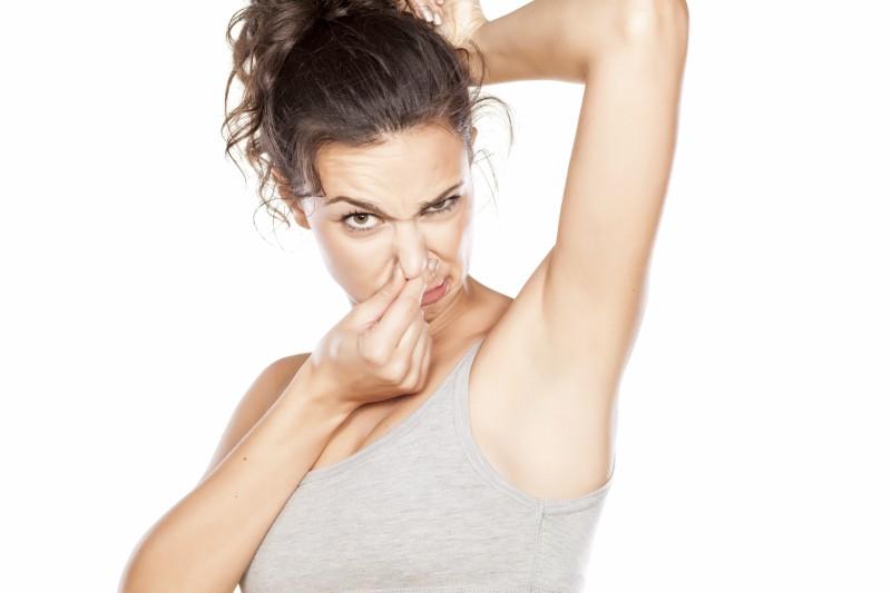 cómo evitar el mal olor y la sudoración excesiva