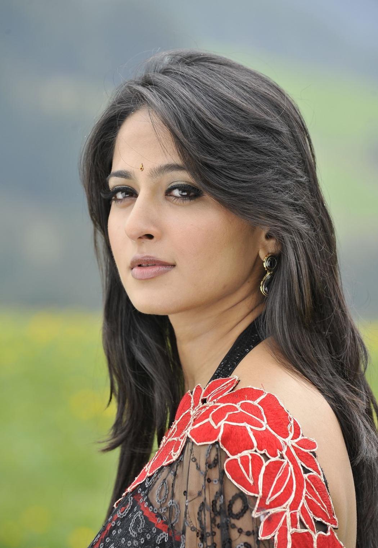 Anushka Shetty Hot Photos In Black Saree 2016