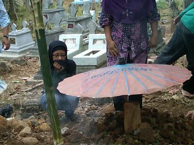 Pemakaman Mbah Parsiem 51