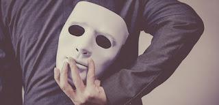 Alguns sinais para você identificar uma pessoa falsa