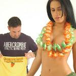 Andrea Rincon, Selena Spice Galeria 13: Hawaiana Camiseta Amarilla Foto 63
