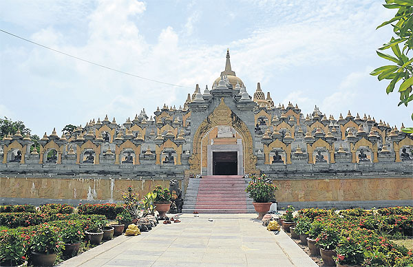 Melihat Indahnya Borobudur di Thailand