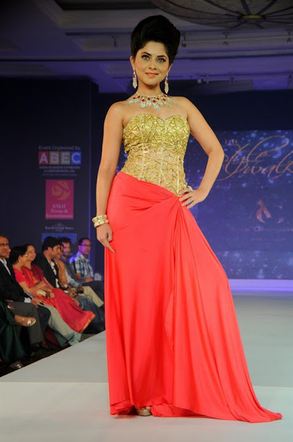 Sonali Kulkarni at The Glamour Style Walk Fashion Show