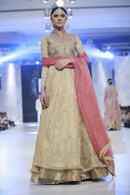 zara-shahjahan-designer-bridal-dress-collection-at-plbw-2016-5
