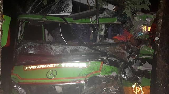 Astaga! Bus Paradep Kontra Dump Truck, Kernet Tewas Terjepit