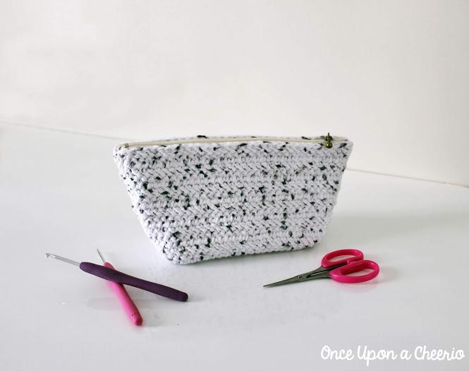 Herringbone Zipper Pouch FREE Crochet Pattern