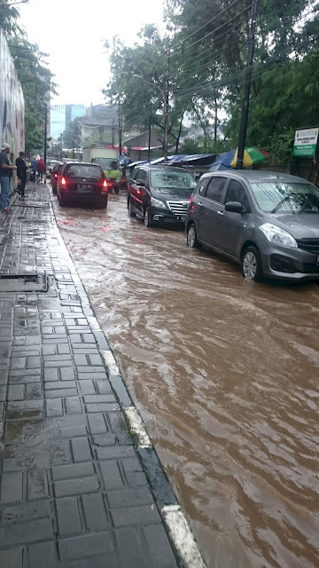 After Heavy Rain, Jalan Perintis, West Kuningan, Jakarta - Image: Author