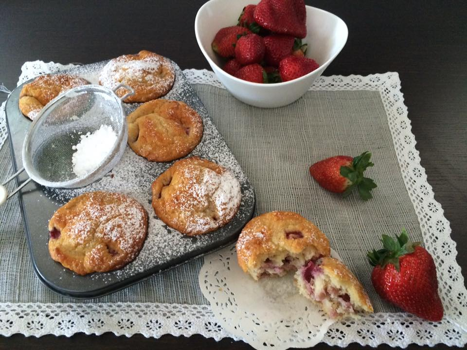 Facili idee muffin allo yogurt con fragole e mandorle for Fragole periodo