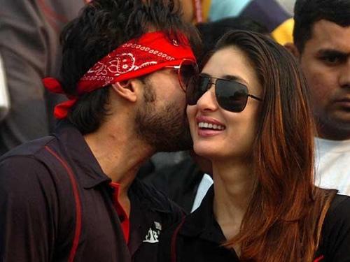 Saif  Ali Khan and Kareena Kapoor Kissing in Public