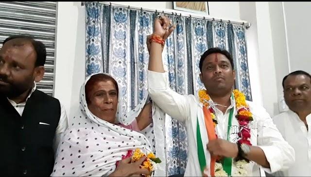 निर्दलीय प्रत्याशी किन्नर सब्बो बुआ ने थामा कांग्रेस का हाथ.. कांग्रेस प्रत्याशी राहुल सिंह ने पार्टी का वचन पत्र दोहराया..