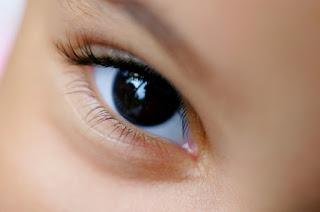 Waspadai  Alat Penunjuk Laser Bisa Merusak Mata Anak Anda.