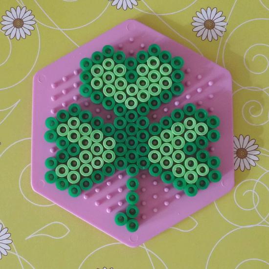 3 leaf clover green shamrock pattern pink pegboard