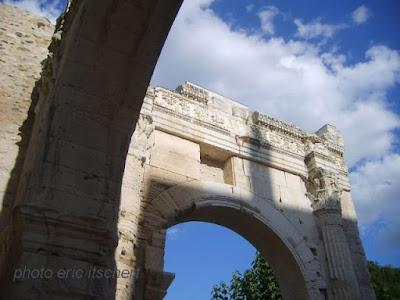 Voyage par Lyon, théâtre, Vienne, Cybèle, jardin de Cybèle, Attis, théâtre de Cybèle Attis,