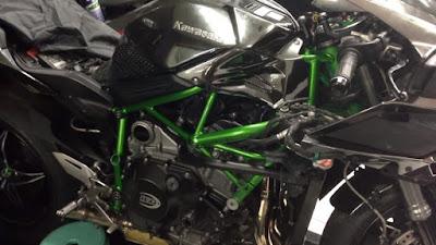 Kecelakaan Kawasaki Ninja H2 pertama di Indonesia . . estimasi kerusakan lebih dari 60 Jutaan !
