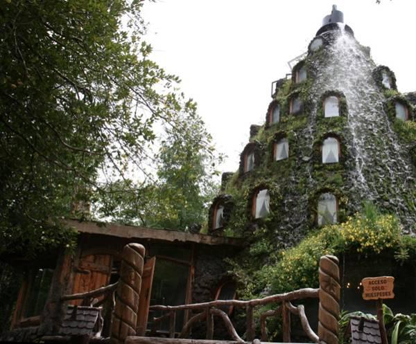 فندق داخل بركان تنبثق منه المياه image003-730905.jpg